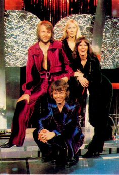 Dancing Queen Lyrics and video by Abba - You can dance, you can jive, having the time of your life See that girl, watch that scene, digging the Dancing Queen Dancing Queen Lyrics, Frida Abba, Abba Mania, Queen Band, Rock Legends, Kinds Of Music, My Favorite Music, Greatest Hits, King Queen