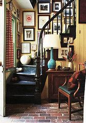 House Beautiful, January Love the gallery wall, black staircase and brick flooring. I have become quite blasé to most staircases. Style At Home, Interior And Exterior, Interior Design, Brick Flooring, Decoration Table, Cottage Style, My Dream Home, Beautiful Homes, House Beautiful