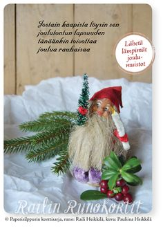 Vanhat joulukoristeet kantavat muistoja jopa sukupolvien takaa. Lapsuuden joulujen tunnelma tulee lähelle, kun kohtaat vanhat joulukoristeet rapisevien silkkipaperikääröjen joukosta. Railin runolla voi lähettää lämpimien muistojen joulutervehdyksen. Soveltuu erityisesti joulutervehdyksiin lapsuudenystäville! Joulukortti, jonka taustapuolella on Hyvää Joulua ja Onnellista Uutta Vuotta -toivotus. Avainlippu-tuote. Lapsuuden joulukoriste – joulutonttu – Honkajoen Rynkäisten kylässä. Christmas, Navidad, Weihnachten, Christmas Music, Noel, Xmas, Natal, Kerst, Natural Christmas