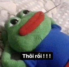 Yoshi, Dinosaur Stuffed Animal, Funny Memes, Halloween, Fictional Characters, Waiting, Fantasy Characters, Hilarious Memes, Spooky Halloween