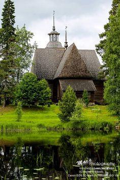Die alte Holzkirche Petäjävesi gehört zum UNESCO Weltkulturerbe.