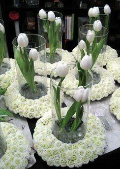 Varios arranjos de tulipas e  a base de margaridas, juntos!....
