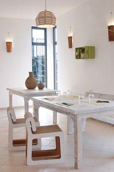 Arredamento in cartone riciclato. Sedia Hook, lampada Uno, Ampolla. La Bona Osteria Colle val d'Elsa.   #cartonfactory #ecodesign #cardboard #furniture #cartone #riciclato