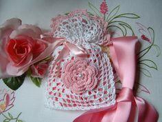 Handmade cotton crochet wedding favor bag white and pink. Romantic wedding favor. Small crochet for marriage