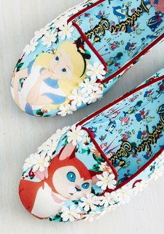 Make a DIY verison Curiouser Flat. Flaunt your inquisitive nature with this pretty pair of glittery flats. #blue #modcloth