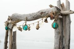 35 Ways To Use Driftwood For Your Wedding Décor | Weddingomania