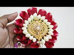 Jadai billai is often used to decorate Bride on special occasions in India. This video demonstrates making of Jadai Billai using Rose petals & Nandiyavattai . Flower Garland Wedding, Flower Garlands, Bridal Flowers, Diy Flowers, Fresh Flowers, Beautiful Rangoli Designs, Rose Petals, Jewelry Design, Jewellery Diy