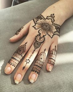 One of my favorites from yesterday Cool Henna Designs, Mehndi Designs For Fingers, Mehndi Art Designs, Beautiful Henna Designs, Henna Tattoo Designs, Henna Designs For Kids, Simple Henna Tattoo, Henna Tattoo Hand, Henna Body Art