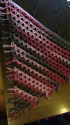 Laget et sjal med rubinblondeteknikk
