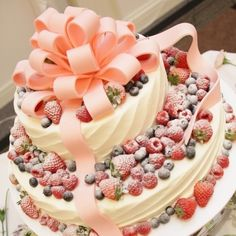very berry huge ribbon on top of the cake!