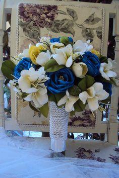 Buquê tonalizado com cores modernas - azul royal esta em alta.