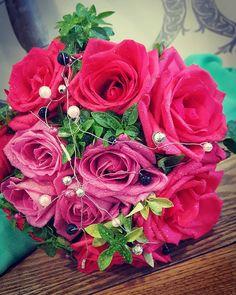 #weddingbouquet #shadesofpink #pinkroses #fuchsia #roses🌹 #flowerlovers #flower #flowershop 🍃🌹🍃 Pink Roses, Wedding Bouquets, Christmas Wreaths, Holiday Decor, Flowers, Wedding Brooch Bouquets, Bridal Bouquets, Wedding Bouquet, Wedding Flowers