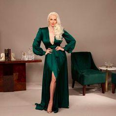 Old Hollywood Glamour Dresses, Skirt Fashion, Fashion Dresses, Glamour Lingerie, Dress Robes, 1940s Fashion, Vintage Skirt, Vintage Inspired, Evening Dresses