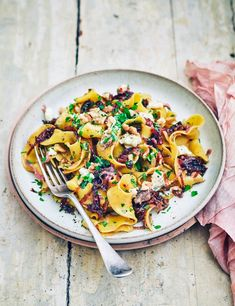Want an easy yet impressive midweek dinner? Try our veggie pasta with sweet caramelised onions, creamy dolcelatte and crunchy walnuts – ready in 45 minutes