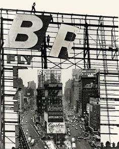 Douglas Leigh Spectacular being put up in Times Square ca 1960?