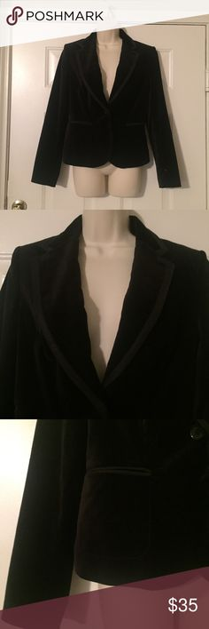 """THE LIMITED BLACK VELOUR BLAZER GORGEOUS!!  SZ 6 THE LIMITED BLACK VELOUR BLAZER GORGEOUS!!  SZ 6.  Measurements:  Bust- 19"""" measured lying flat across the front from underarm to underarm. Length-23.5"""".  Length of sleeve - 18"""" measured from underarm to to cuff.  This is a beautiful lined jacket in excellent like new condition. The Limited Jackets & Coats Blazers"""