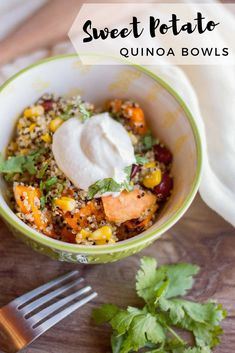 These Sweet Potato & Quinoa Bowls are quick, healthy, and delicious. And they're packed with flavor from roasted sweet potatoes, fresh veggies, and garlic-yogurt dressing. All that - and it's pretty enough for a dinner party! Vegetarian Christmas Recipes, Tasty Vegetarian Recipes, Vegetarian Recipes Dinner, Vegan Dinners, Raw Food Recipes, Vegetable Recipes, Vegan Vegetarian, Vegan Food, Eating Vegan