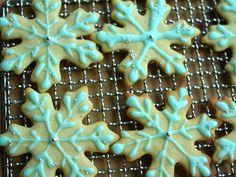 Holiday Cookies: Snowflakes  クリスマスのホリデークッキー