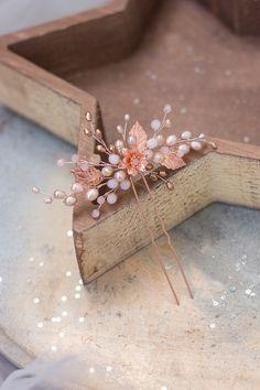 Wedding Accessories For Bride, Bridal Hair Accessories, Hair Jewelry, Bridal Jewelry, Hair Bands For Ladies, Bride Earrings, Rose Gold Hair, Wedding Hair Pieces, Hair Pins