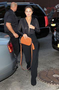 June Selena arriving at Hotel Chantelle in New York, NY Estilo Selena Gomez, Selena Gomez Outfits, Selena Gomez Pictures, Old Actress, American Actress, Nylons, Selena Gomez Birthday, Jourdan Dunn, 22nd Birthday