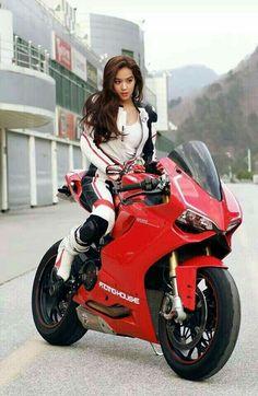 Top 5 beautiful girls with Super Bikes Like Katrina Kaif riding the Royal Enfiled, Ducati Honda CBR, Suzuki Hayabusa and Harley Davidson. Lady Biker, Biker Girl, Motard Sexy, Course Moto, Motos Vespa, Er6n, Hot Girls, Motorbike Girl, Biker Chick