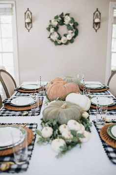 Find your inspiration for the perfect black & white gingham Fall tablescape with neutral pumpkins, greenery, and more with this classic tablesetting design. Fall Table Settings, Thanksgiving Table Settings, Hosting Thanksgiving, Outdoor Thanksgiving, Thanksgiving Ideas, Fall Home Decor, Autumn Home, Black Decor, Buffalo Plaid
