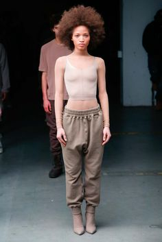 Kanye West x Adidas Originals Fall 2015 Ready-to-Wear Collection - Vogue The complete Yeezy Fall 2015 Ready-to-Wear fashion show now on Vogue Runway. Runway Fashion, Fashion Show, Fashion Design, Fall Fashion, Womens Fashion, Adidas Originals, The Originals, Kanye Yeezy, Moda Masculina