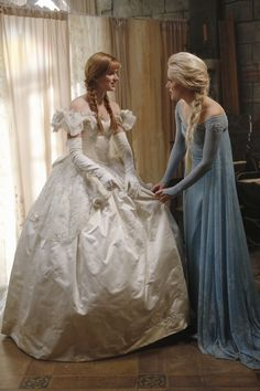 snow queen elsa from once upon a time | Frozen Elsa and Anna on Once Upon a Time