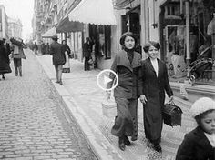 Women walking down the street, Lisboa Antiga, c. Old Pictures, Old Photos, Vintage Photos, Time Photography, Vintage Photography, Edwardian Clothing, Historical Pictures, Time Travel, Vintage Posters