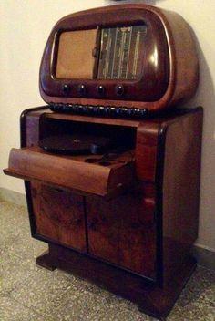 Beautiful Duo of Vintage Gramophone Radio, foto MR III Mais Retro Vintage, Deco Retro, Vintage Music, Art Deco Furniture, Antique Furniture, Tvs, Televisions, Art Nouveau, Retro Radios
