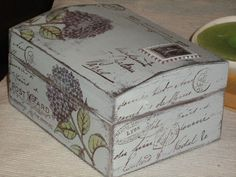 MODELO DE CAJA Decoupage Vintage, Decoupage Box, Painted Boxes, Wooden Boxes, Altered Cigar Boxes, Diy And Crafts, Paper Crafts, Pretty Box, Dose