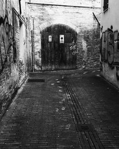 Evidence of the guilty  #trace #evidence #guilty #alley #detective #blackandwhite #bnw #capture #prospective #look #view #mc #macerata #igersmacerata #wall #graffiti #street #streetart #brick by michiamanobobbi