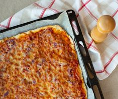 Pellillinen mausteista pepperoni-kinkkupitsaa – Helppoa ja herkullista Lidl, Pepperoni, Pizza, Cheese, Food, Eten, Meals, Diet