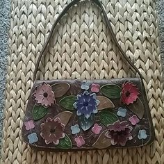 So cute! Flowered brown leather handbag. This leather handbag is like new,.  It is the perfect accessory for all your outfits.  It can make a plain dress or pair of shorts or jeans, become eye catching. Bags Shoulder Bags