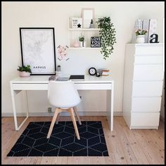 Home Office - 5 Essentials to Home Office Setup ** Be sure to check out this helpful article. #HomeOffice