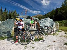 Rennradtreff in den Nockbergen. Erleben Sie einen herrlichen Tag mit aussichtsreichen Augenblicken in der Region Nockberge. Auf dem Rennrad geht es entlang gemütlicher Täler und hübschen Bergstraßen durch die sanft hügelige Landschaft. Genießen Sie als krönenden Abschluss Schmankerl aus der Kärntner Alpen-Adria-Kulinarik.