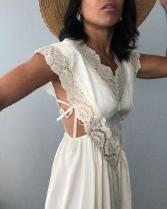 Love this design and cut stylish outfit ideas for women d . - Love this design and cut stylish outfit ideas for women who - Vestidos Vintage, Street Style, Looks Vintage, Looks Style, Mode Inspiration, Mode Style, Women Swimsuits, Fashion Tips, Fashion Design