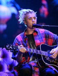 March 9: [More] Justin performing at KeyArena in Seattle, Washington [HQs]