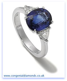 Stunning blue sapphire ring in a classic design - timeless