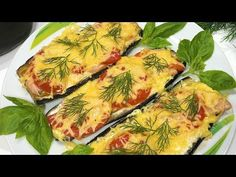 Eggplant, that's the way you've never prepared them before. A delicious recipe for eggplant Mini Pizzas, Aubergine Pizza, Romanian Food, Tasty, Yummy Food, Dukan Diet, Eggplant Recipes, Thats The Way, Food Videos