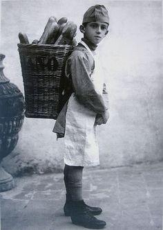 Italian Vintage Photo. 1916 in Roma, Il piccolo panettiere