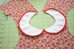 How to draft a Peter Pan collar - CINO vintage feedsack dress tutorial (and free… Toddler Dress Patterns, Sewing Patterns For Kids, Dress Sewing Patterns, Skirt Patterns, Pattern Dress, Blouse Patterns, Baby Dress Tutorials, Sewing Tutorials, Sewing Projects