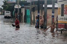 Según la señora Francisca Suazo Romero, una de las afectadas, las casas están ubicadas a la orilla de un cauce y debido a las fuertes correntadas el agua les ha ido reduciendo el espacio por lo que podría ocasionar el desplome.