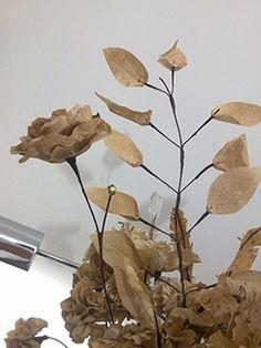 Filtros de cafe usados viram flores na mao de artesa2 Filtros de café usados viram flores na mão de artesã