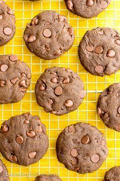 Egyszerűen elkészíthető, kifinomult recept csokoládéimádóknak. Duplacsokis kókuszkeksz.