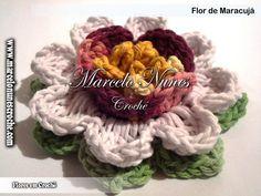 """Flor de maracujá, um dos mais de 30 modelos de flores do Marcelo Nunes - em """"Flores de Crochê"""" no site http://www.marcelonunescroche.com/"""