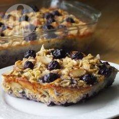 Gâteau de flocons d'avoine aux myrtilles pour le petit-déjeuner @ allrecipes.fr