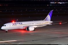 United Airlines N45905 Boeing 787-8 Dreamliner aircraft picture