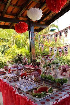 A mesa com todos os itens. Bandeirolas ao fundo e pompoms no teto!  008 by PraGenteMiúda, via Flickr