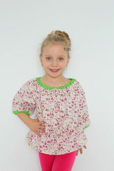 Peasant tops are a staple in every girls wardrobe along with peasant dresses! Such easy sewing patterns for beginners and look simply adorable on little ones. Below is a free peasant blouse pattern for girls! Blouse Pattern Free, Top Pattern, Free Pattern, Sewing Patterns For Kids, Sewing For Kids, Free Sewing, Baby Sewing, Sewing Ideas, Peasant Blouse